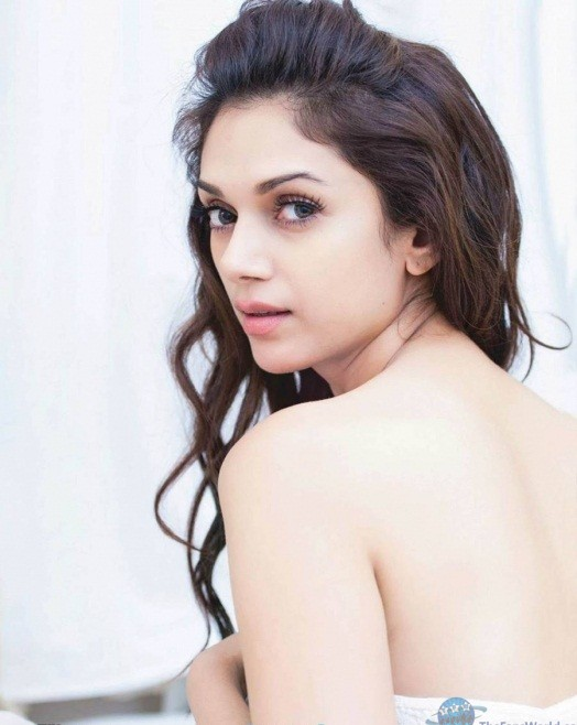 Aditi-Rao-Hydari-wallpapers-free-download