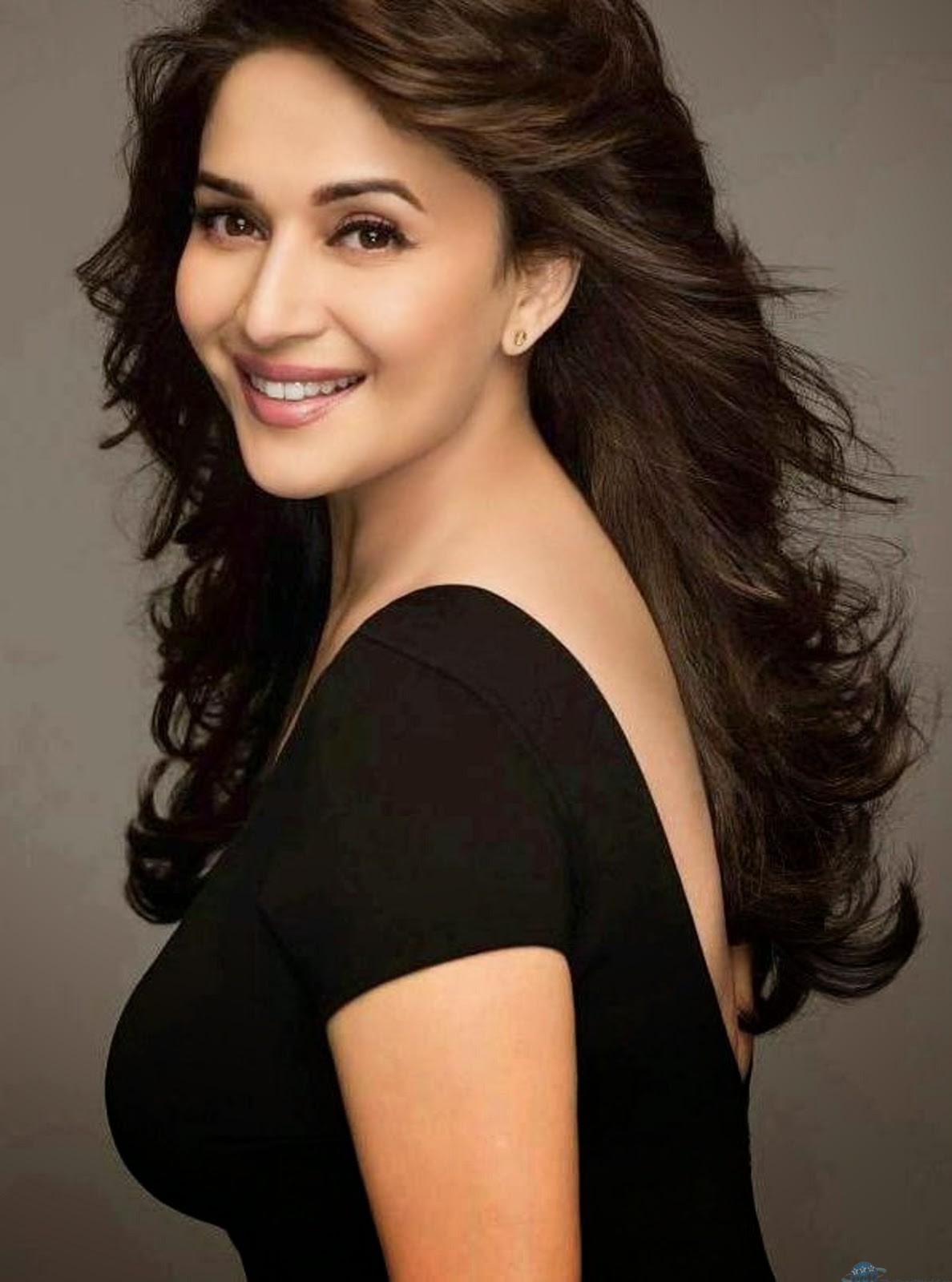 Madhuri Dixit Wallpapers 12
